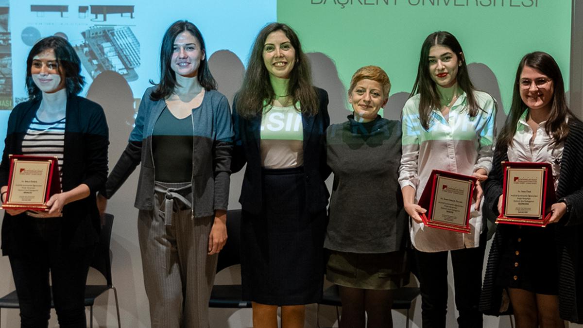 im2018'de (İç Mimarlık Öğrenci Proje Yarışması 2018) 1. sınıf kategorisinde İç Mimarlık Öğrencimiz Nazlı Selva Küçük 3.lük Ödülünün sahibi oldu.
