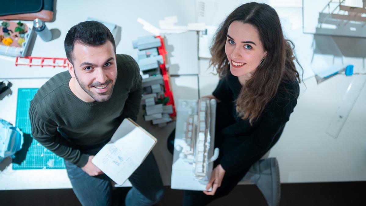 TÜMAŞ 4. Geleneksel Stant Tasarım Öğrenci Yarışması İkinci Mansiyon Ödülü Üniversitemiz Sanat Tasarım ve Mimarlık Fakültesi Mimarlık Bölümü'nden Melike Kavalalı ve Nimet Değertaş'ın birlikte yaptığı projeye verildi.